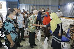 Bupati Asahan Serahkan  Beras Bantuan PPKM Kepada 53.568 KPM