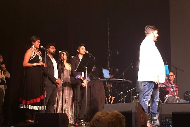 Singer Nida Hussain performing with Indian singer Sukhwinder Singh in New Jersey.