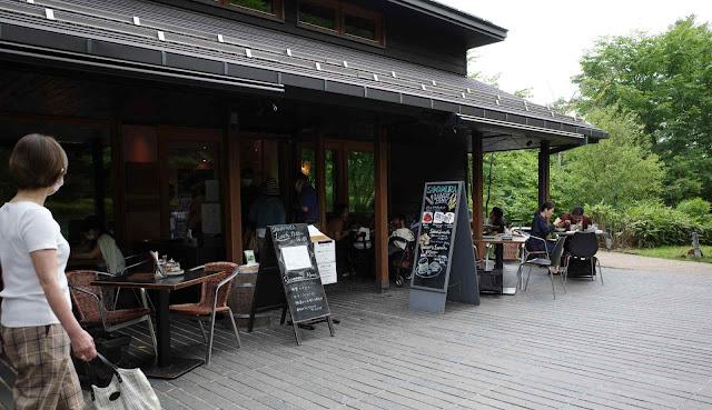木造の瀟洒なベーカリー&レストラン沢村
