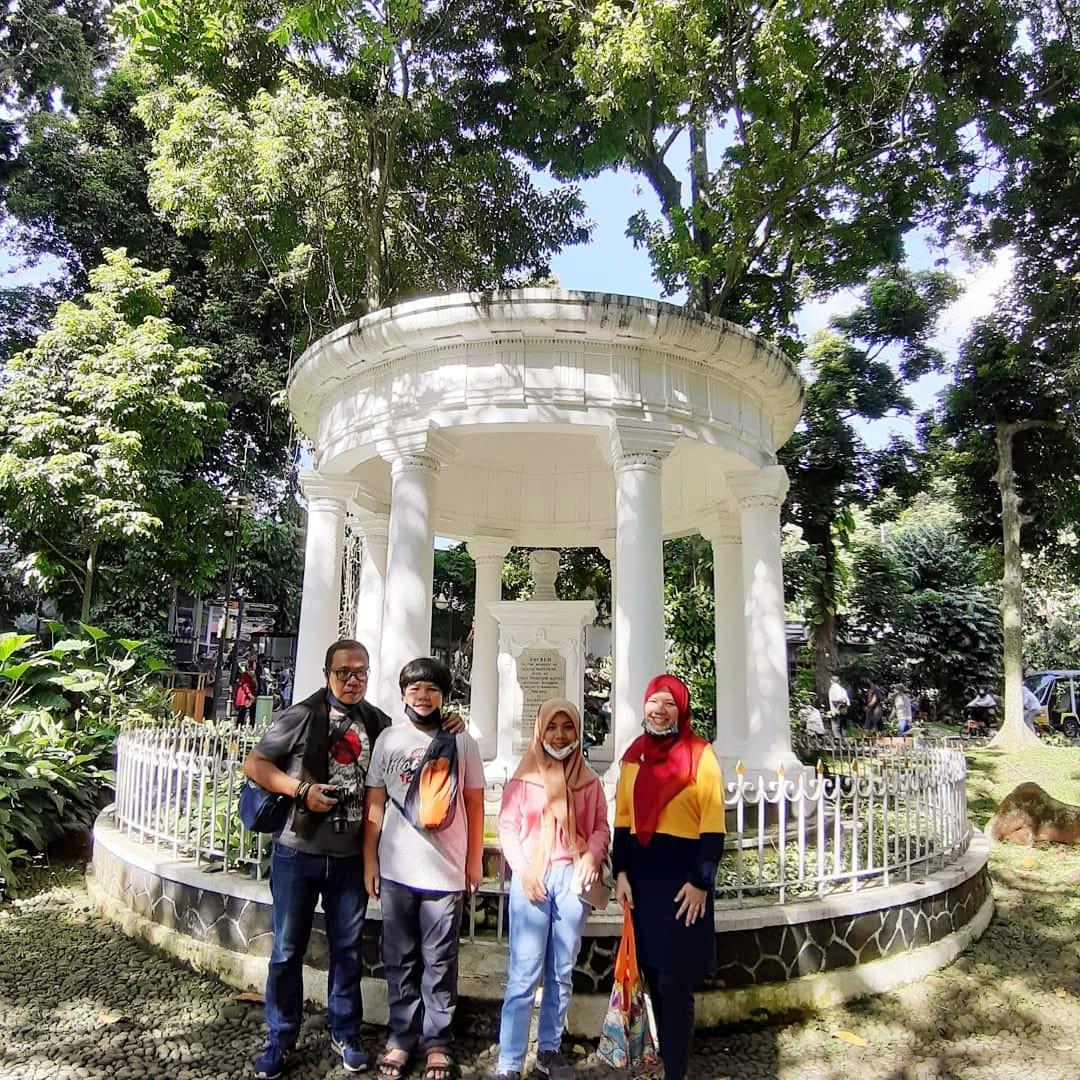 Tugu Lady Raffles Romantisme di Kebun Raya Bogor Nurul Sufitri Travel Lifestyle Blog
