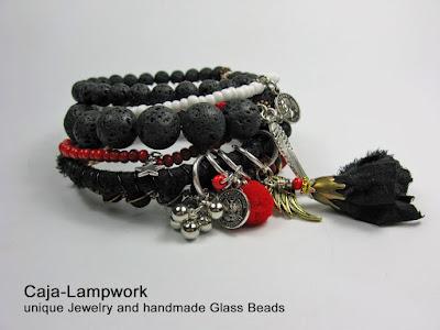 Rot-schwarze Stapel Armreifen