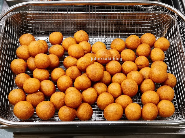 Xiang-Xiang-Cooked-Food-Chinatown-Complex-Sweet-Potato-Ball