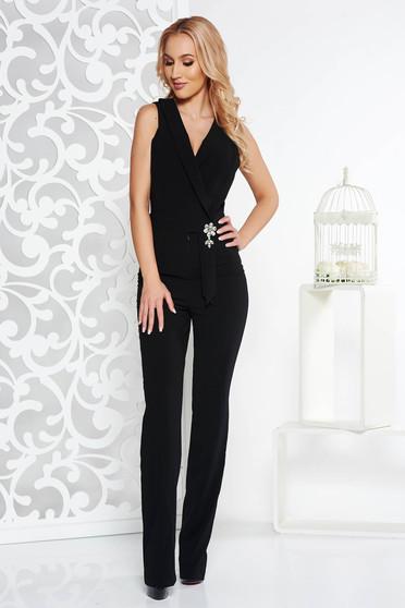 Salopeta eleganta neagra de ocazie din stofa usor elastica accesorizata cu brosa