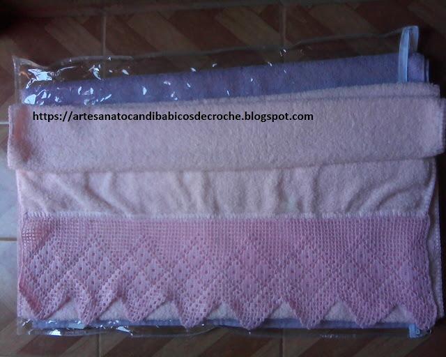 Toalha de Banho Rosa Com Bico de Crochê