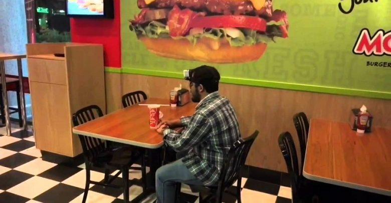 مكفوفون ممنوعون من مطاعم البيضاء