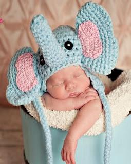 http://www.jennyandteddy.com/2014/08/elephant-crochet-hat-free-pattern/