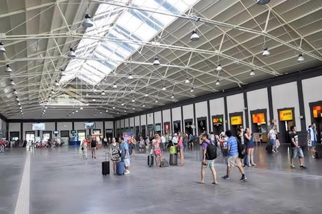 Vestíbulo de la estación de RENFE en Alicante (Origen de la foto: Internet)