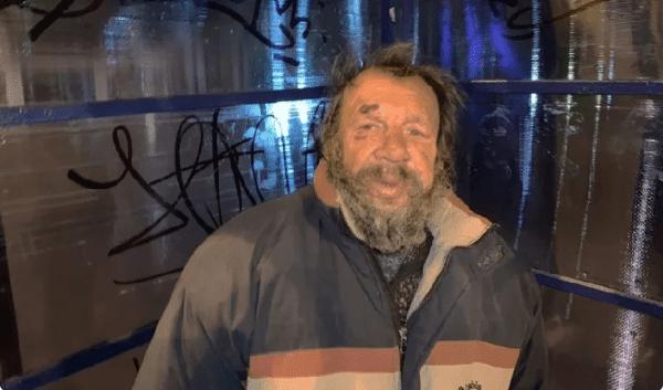 Одел бездомного, дал ему денег и снял квартиру. Показываю, что вышло