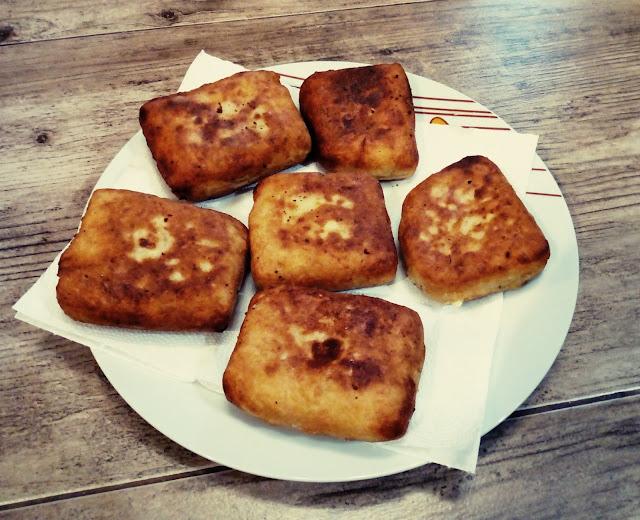 ziemniaczane kanapki placki ziemniaczane z nadzieniem placki z gotowanych ziemniakow z szynka i serem krokiety ziemniaczane kotlety ziemniaczane z szynka i serem