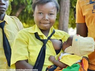 Photos: 16-year-old high school student pictured breastfeeding her baby in between exams