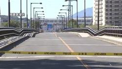 東京・日野橋で道路陥没、橋崩落の恐れ
