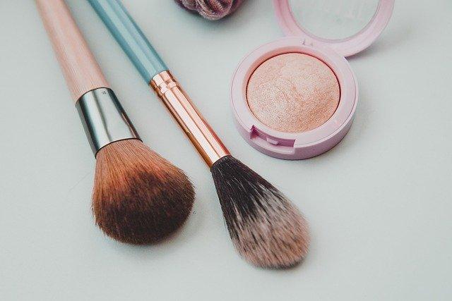 berjualan produk kosmetik