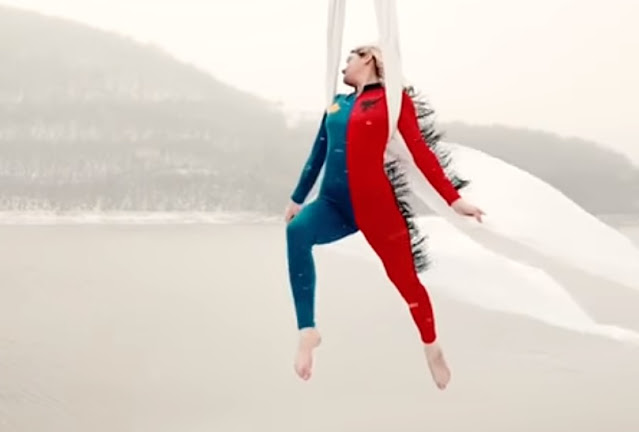 Spectacular congratulations on Kosovo's Independence Day by the acrobat Fiona Rushiti