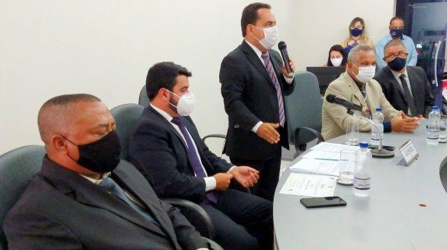 Por que vereadores se voltaram contra o presidente Léo Matos no caso do falso médico?