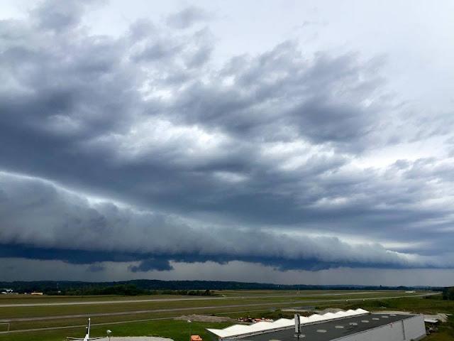 fine shelf cloud photos at airport