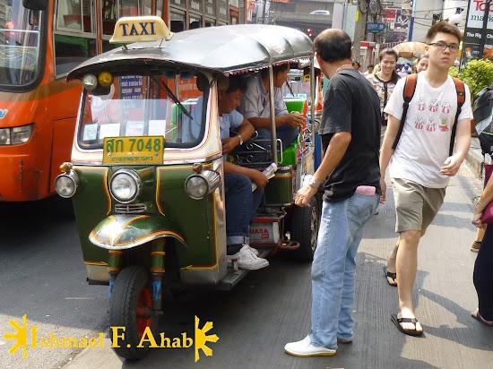 Thai taxi = tuktuk