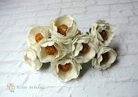 http://bialekruczki.pl/pl/p/Kamelia-biala-kwiaty-papierowe-3cm%2C-4-szt/985