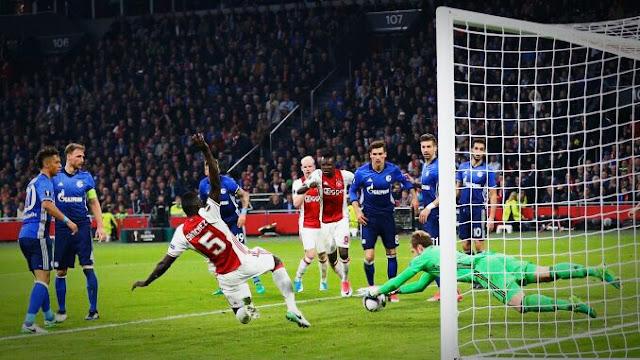 Ajax volta a sonhar