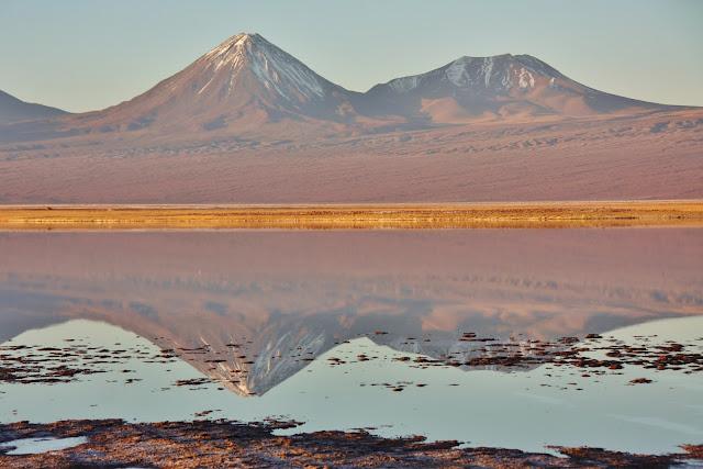 Pôr do Sol na Laguna Tebenquiche, no Deserto do Atacama.