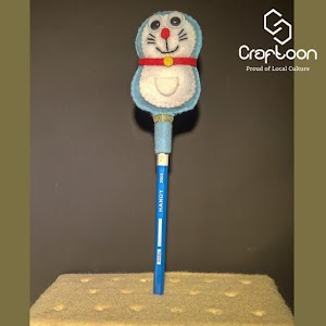 Hiasan Pensil Boneka Doraemon dari Kain Flanel