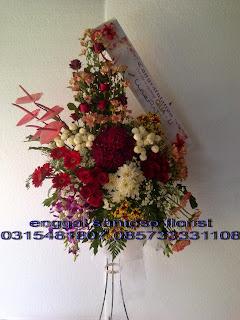 harga rangkaian karangan bunga standing ulang tahun