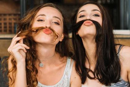13 Cara Meluruskan Rambut Keriting Secara Alami