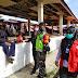 Serka Winardi dan Babinsa melaksanakan kegiatan penegakan protokol kesehataan operasi yustisi di pasar Kel sekincau kec sekincau.   Kab.Lampung Barat