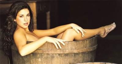 Fernanda Paes Leme nua mostrando a buceta gostosa