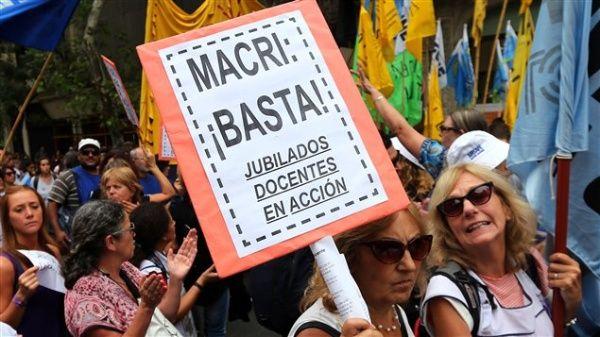 Argentinos desconfían de las reformas impulsadas por Macri