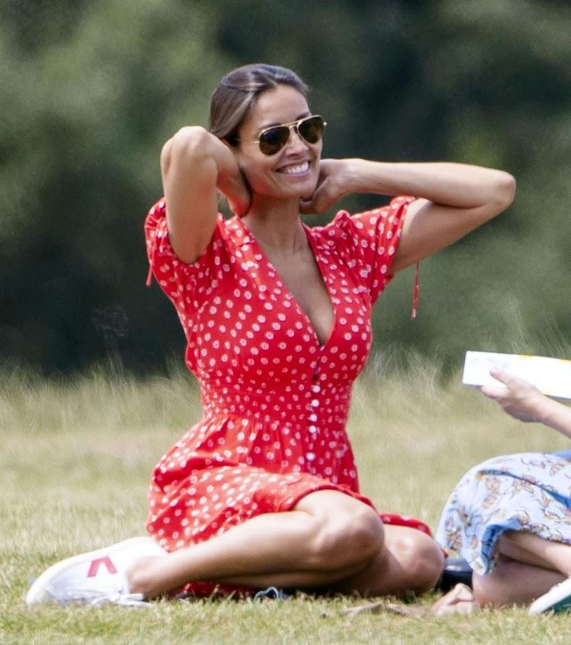 Melanie Sykes Outside at a Park in Primrose Hill 17 Jun -2020