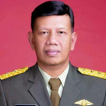 Foto Setia Purwaka Mantan gubernur Jawa Timur 12