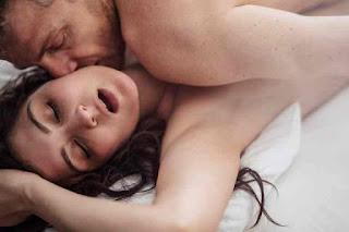 सेक्स में ध्यान देने वाली 10 जरूरी बातें । सेक्स पहली बात हो या दूसरी बार, लेकिन इसको सही तरीके से करना बहुत जरूरी होता है।