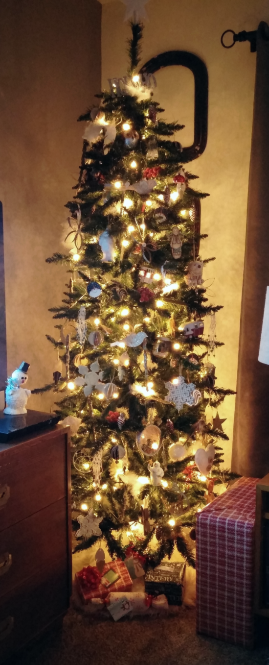 A vintage, handmade, and thrifted Christmas tree