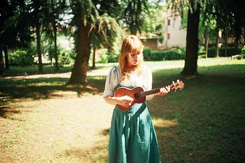 Học tập chơi đàn ukulele có dễ không