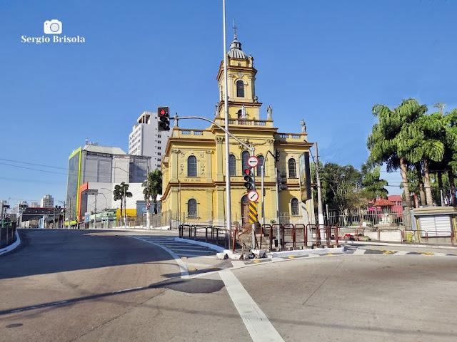 Vista ampla do Largo 13 de Maio em Santo Amaro e a Catedral Santo Amaro - São Paulo
