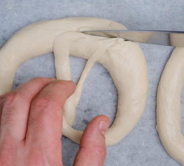 cut pretzel
