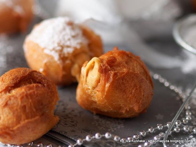 fritelle di carnevale ripiene alla crema, paczuszki z ciasta ptysiowego z kremem, krem budyniowy z likierem baileys, paczki ptysiowe, karnawal, paczki domowe, male pączki z nadzieniem kremowym, ciastka domowe