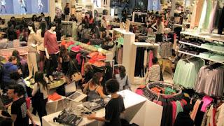 Desde el sector textil reclaman por la compra en el exterior y aseguran que sumado al ajuste genera un fuerte impacto en la industria.