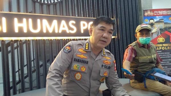 Polri soal Munarman Tak Bisa Dijenguk: Kasus Teroris Beda Hukum Acaranya