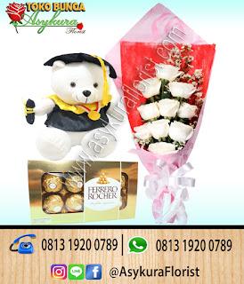 Hand bouquet wisuda Toko Bunga Bekasi