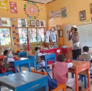 Satlantas Polres Bantaeng Berikan Edukasi Tertib Berlalu Lintas Ke Anak SD dan Madrasah Aliyah