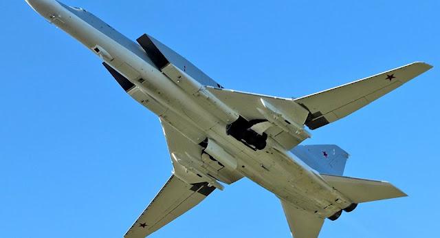 """قاذفتان """"تو-22"""" تحلقان فوق البحر الأسود وتقطعان 4.5 ألف كيلومتر"""