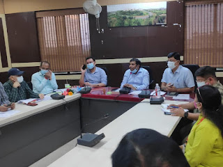 कलेक्टर श्री कौशलेन्द्र विक्रम सिंह ने बैठक में निर्देश दिए