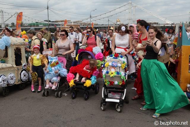 парад колясок парк горького