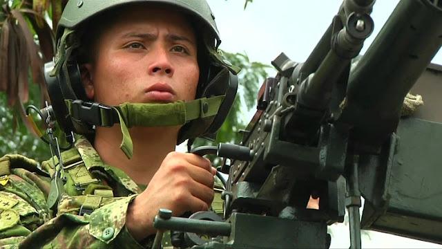 """Un general venezolano criticó las maniobras en la frontera con Colombia y alerta: """"El sistema de armas que vimos en los videos es el de fuego real"""""""