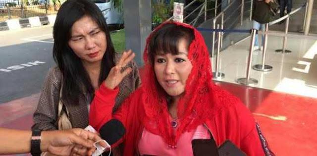 Desak Poster HR* Dicopot, Dewi PDIP: Bila Marah Berarti Alumni 212 Teroris