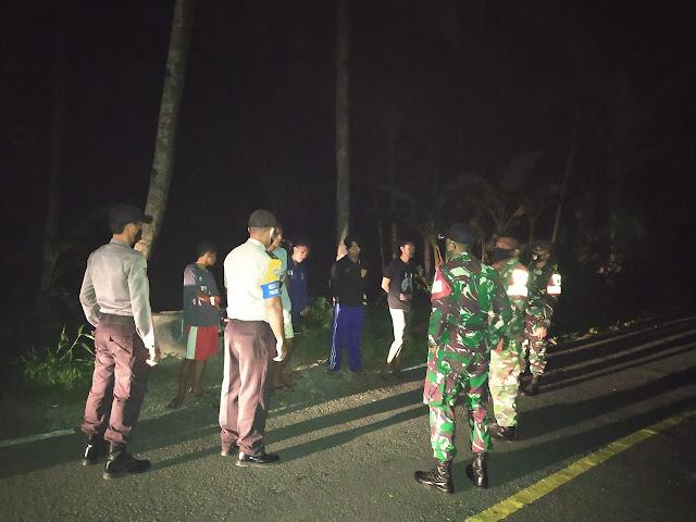 SINERGITAS TNI-POLRI ESSANG MELAKSANAKAN PATROLI GABUNGAN BAGI WARGA MASYARAKAT YANG TIDAK MENGGUNAKAN MASKER
