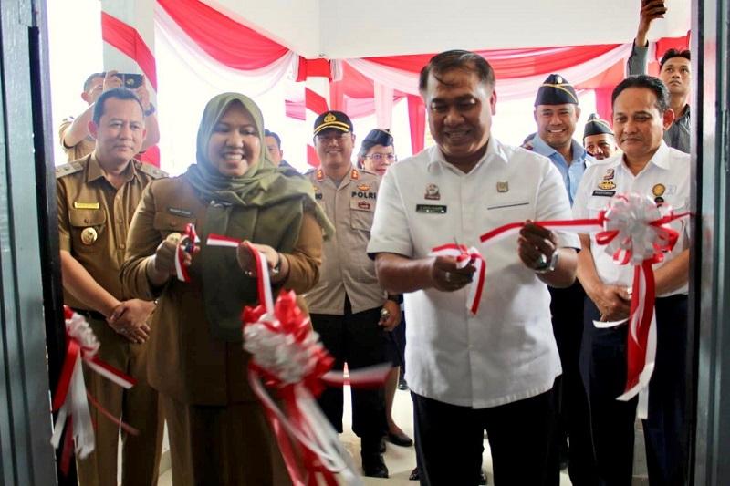 Kaban Pembinaan Hukum Nasional Kemenkumham RI Bersama Bupati Kabupaten Muaro Jambi Meresmikan Berdirinya Kantor Imigrasi Kelas II Non TPI Kuala Tungkal.