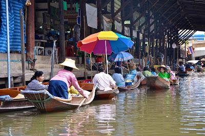 floating market Damnoe Saduak