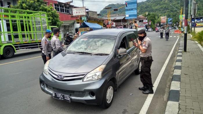 Polisi Halau Kendaraan Pemudik dari Zona Merah Masuk DIY